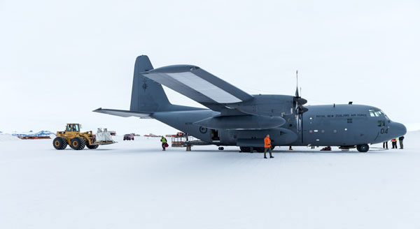 A Royal New Zealand Air Force C-130H lands on the ice in Antarctica. Courtesy RNZAF.
